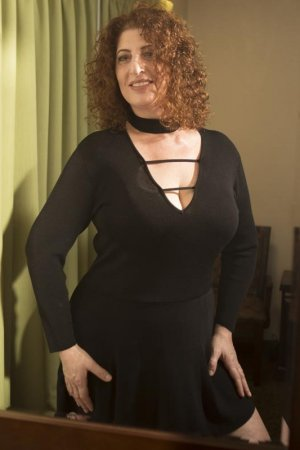 Jannie independent escort