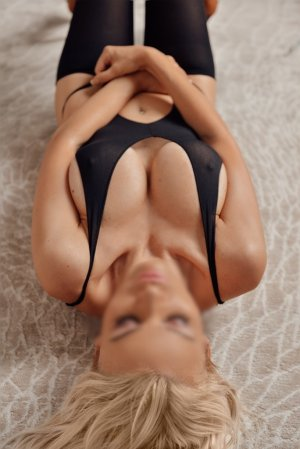 Elea independent escort in Isla Vista